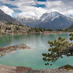 Сентябрь... Горное озеро....