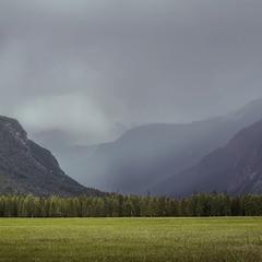 Утро... После дождя... Геометрия гор в тумане...
