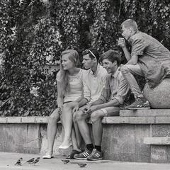 Лето... Подростки.... Воробьи...