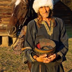 Пожертвуйте нам с лошадкой.. на чай! :)