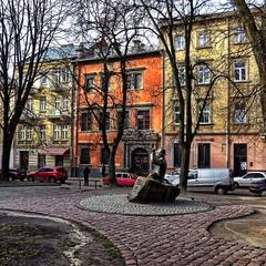 Памятник художнику