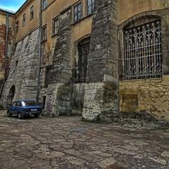 Старі стіни
