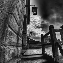 Ліхтар перед входом в Золочівський замок