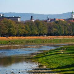 Місто на річці Уж