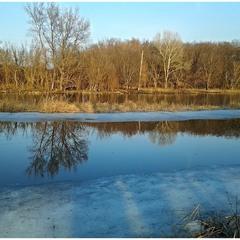 Лід і вода, вода і лід.