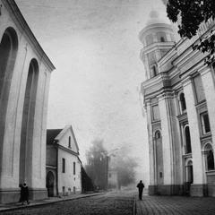 Костел Петра і Павла туманний
