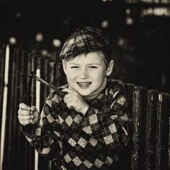 Портрет мальчика с рогаткой