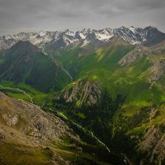 # Юго-Восток Казахстана: цвета и формы #
