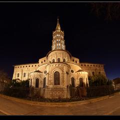 # Базилика Сен Сернан ночью#
