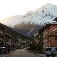 Мелкий городок в Альпах