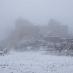 Замок Эренберг в тумане Австрия