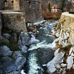 Вода камень точит... семь веков!