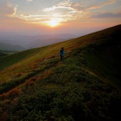 замальовка про вечір в горах