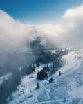 Між хмарами