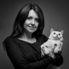 Портрет кота с девушкой