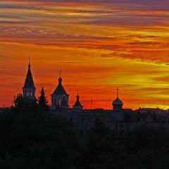 Палаючі кольори міського заходу