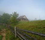 Хатка і ранковий туман