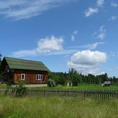 Село і хмари