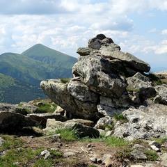 Каміння на горі