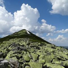 Вершина і хмари