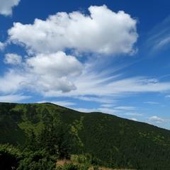 Гора і хмара