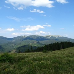 Далекі гори і небо