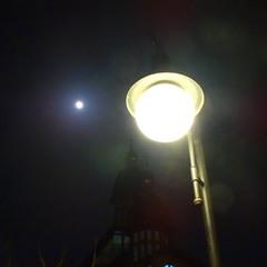 Ліхтар і Місяць