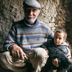 Пастух с внуком
