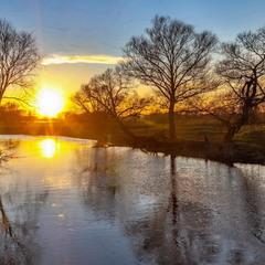 Мартовский закат на реке