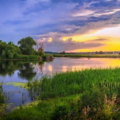Летний закат на реке