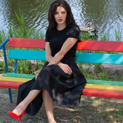 Девушка отдыхает в парке Победы