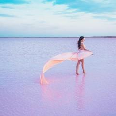 Розовое озеро Кобейтуз в Казахстане