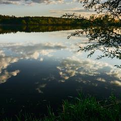 Облака плавали