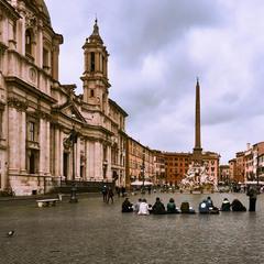 Китайские студенты на эскизах. Рим. Площадь Навона.