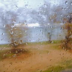 Сквозь дождем забрызганные стекла…