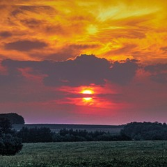 Захід сонця над Холодноярським селом Грушківка