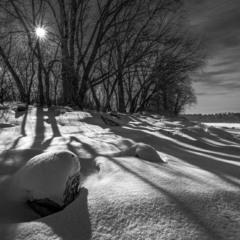 Так сніг на сонечку блещав, а тіні розрізали простір...