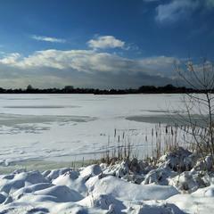 Заледеніле озеро
