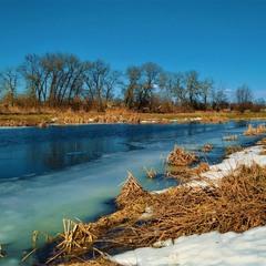 Весняна ріка