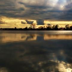 Вечірнє озеро