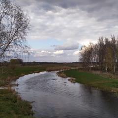 Над квітневою річкою