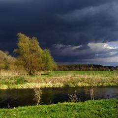 Темна вода, темні хмари