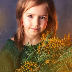 Девочка с мимозой