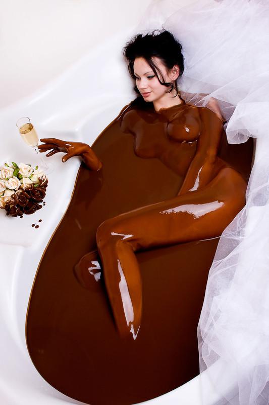 движениями продолжал девушка шоколад эротика фото демонстрируя