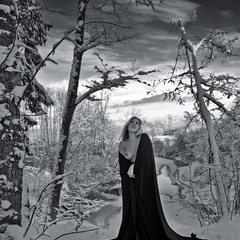 Жінка в чорному