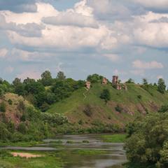 вид на руїни Губківського замку