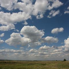 Вьют облака себя из синевы...