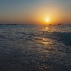 Закат над тёплым  океаном