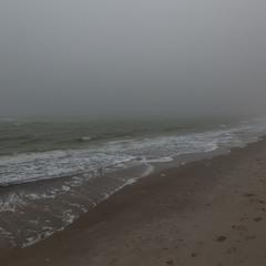Зимой море отдыхает от людей....