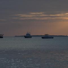 У острова Тумбату